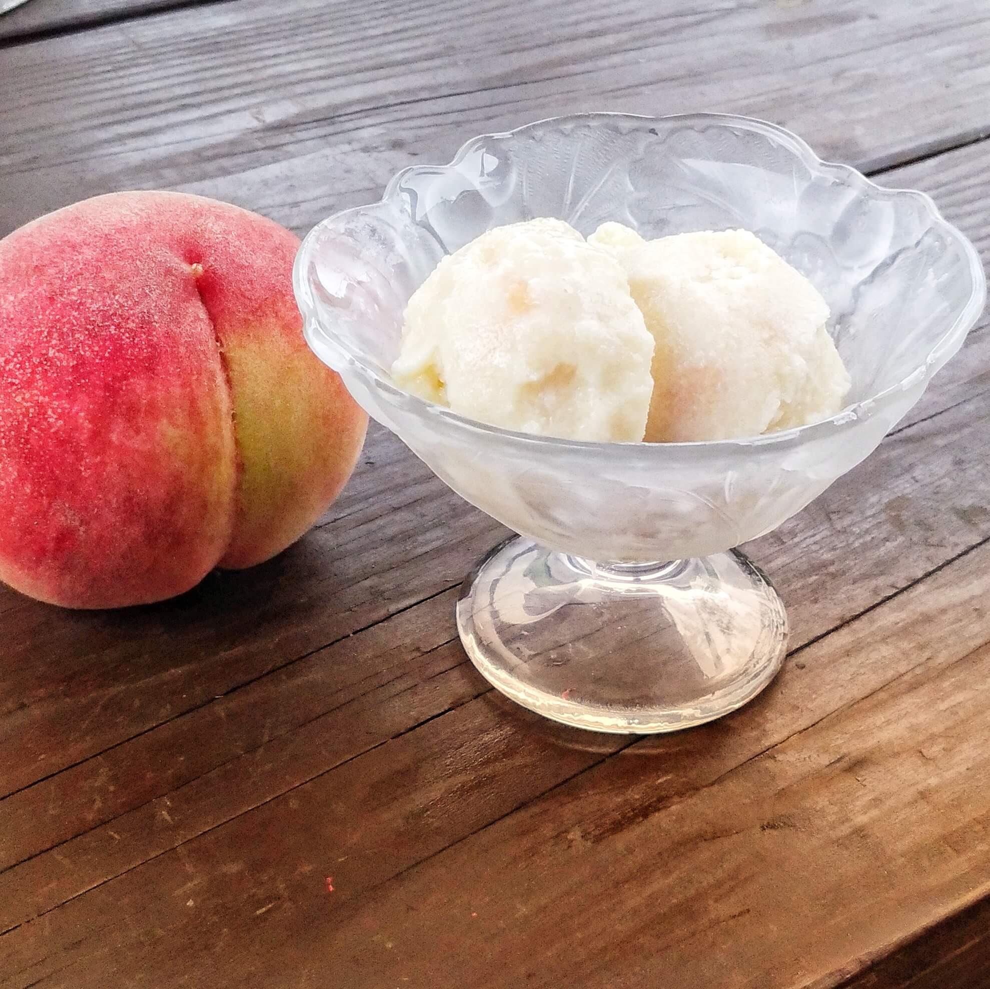 桃と甘酒の豆乳アイスクリーム