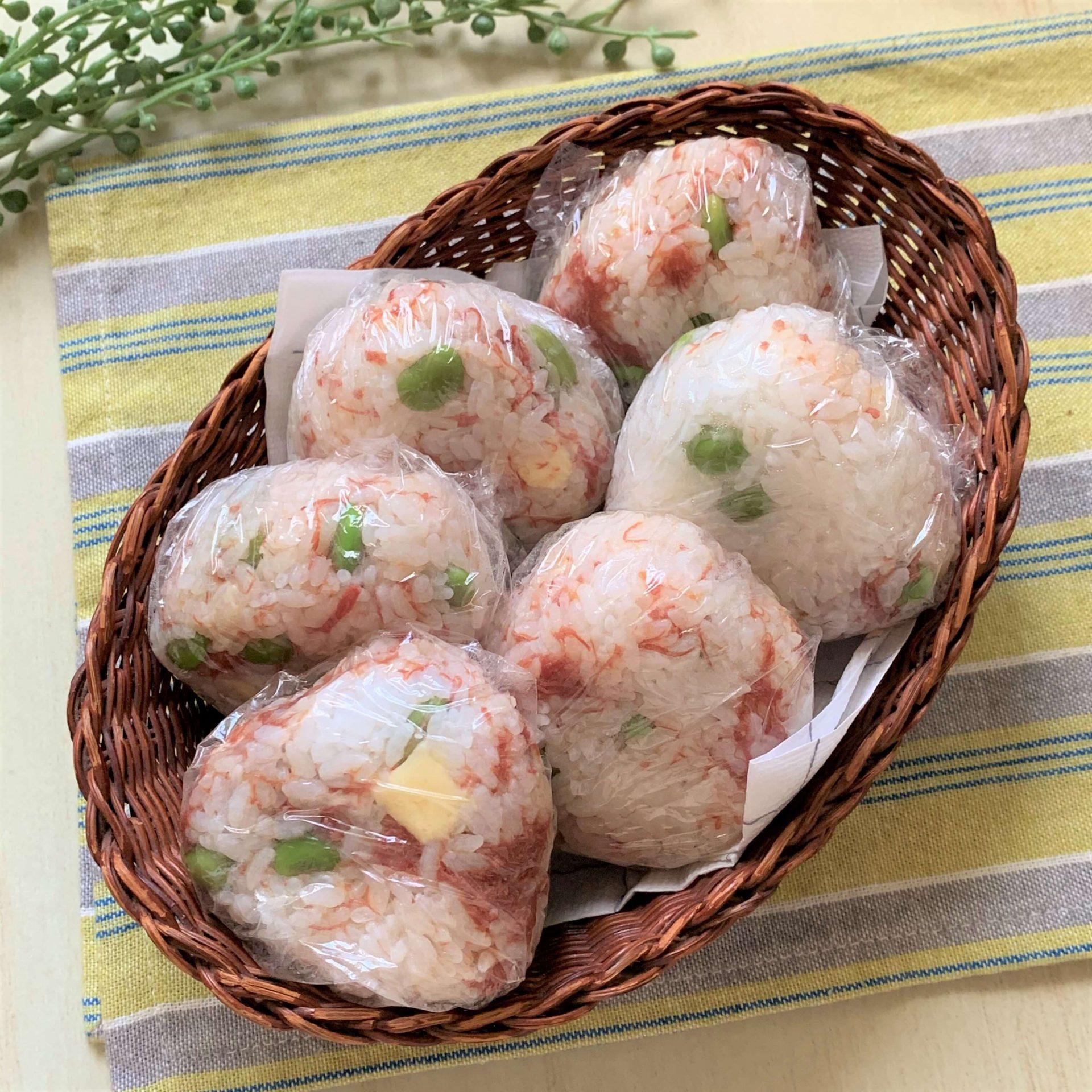 カラフル!☆コンビーフ・チーズ・枝豆のおにぎり
